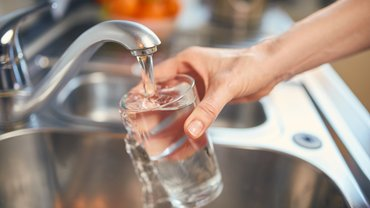 Wasser aus dem Wasserhahn